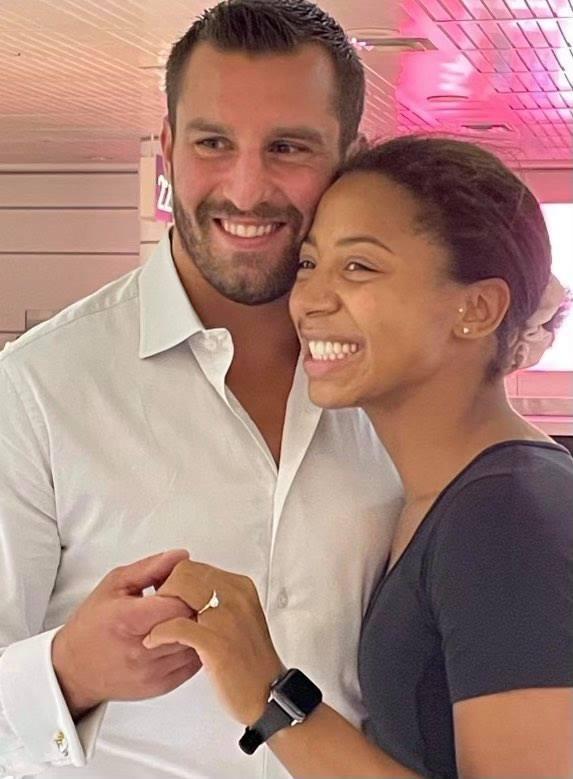 Le boxeur, David Lemieux, a fait la grande demande à Jennifer Abel lors de son retour de Tokyo